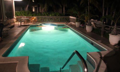 Cayman 271